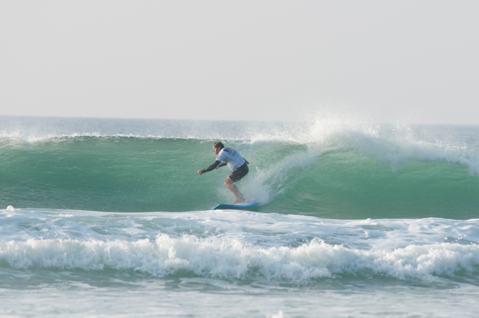 Watergate SUP surfing