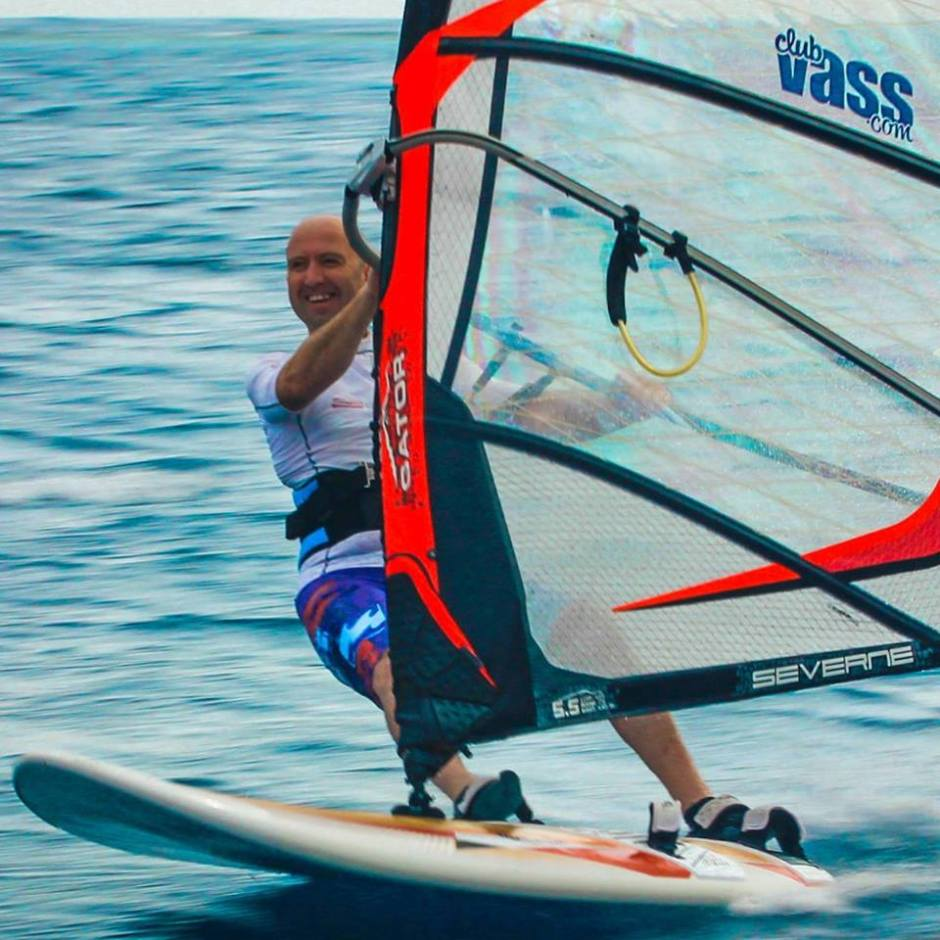 Cruising the blue - Pete Lyons windsurfing