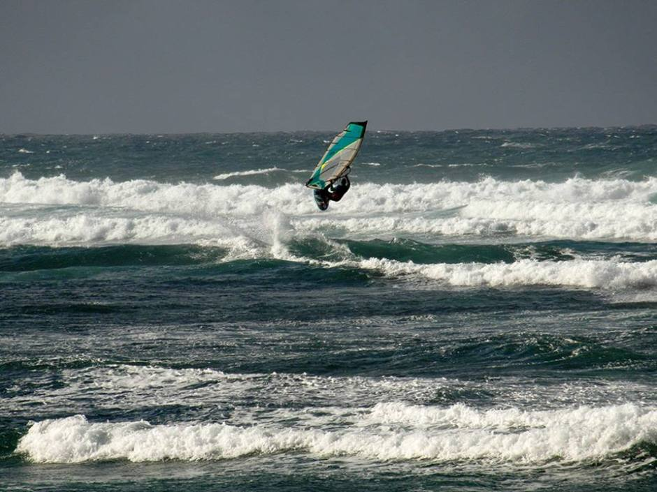 Joe Thwaites windsurfing